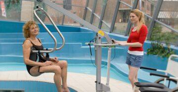 Behinderten gerechtes Schwimmen Schwimmbad Emsdetten_Poollift